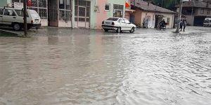 Antalya ve Isparta'da şiddetli yağış sele neden oldu