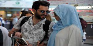Oyuncu Murat Yıldırım Faslı eşiyle birlikte hac yolcusu