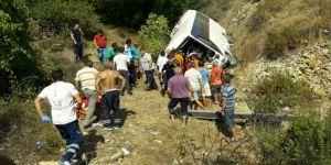 Antalya'da tur otobüsü devrildi! Yaralılar var