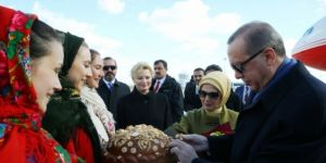Cumhurbaşkanı Erdoğan Ukrayna'da resmi törenle karşılandı