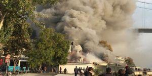 Son dakika! İstanbul'da tarihi iskelede yangın