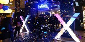 iPhone X çılgınlığı: Gece yarısı kuyruk oluştu