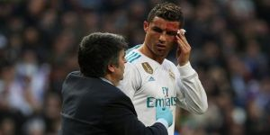Ronaldo kanlar içinde kaldı! Telefonuyla yüzünü kontrol etti