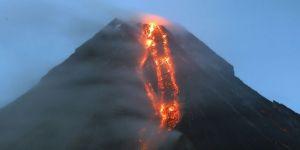 Mayon yanardağı son 24 saat içinde 6 defa patladı!
