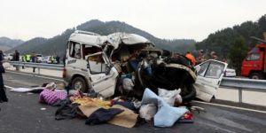 Katliam gibi kaza: 8 ölü, 8 yaralı