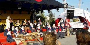'Yaşa Mustafa Kemal Paşa yaşa' marşını söyleyince konser yarıda kaldı