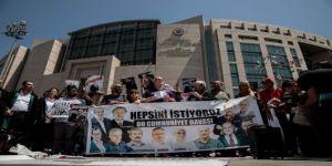 'Cumhuriyet davası'nda gazeteci ve yazarlara ceza yağdı