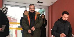 Sırrı Süreyya Önder cezaevine teslim oldu