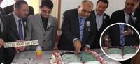 Kur'an tasarımlı pasta kestiler