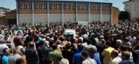 Yol verme kavgasından dövülerek öldürülen öğretmenin okulunda hüzünlü tören
