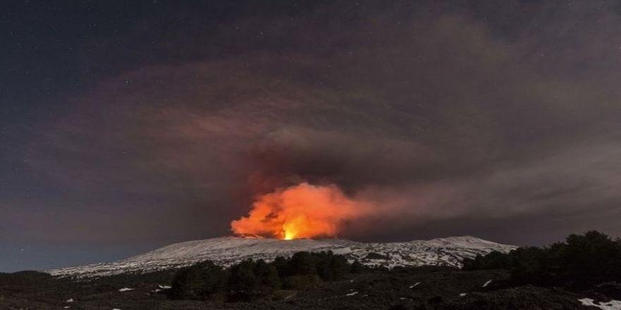 Etna Yanardağı çekim sırasında patladı!