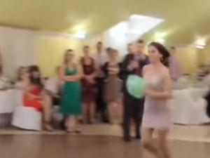 Kızların ilginç düğün oyunu